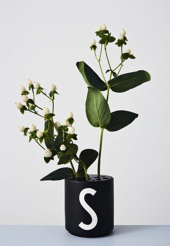 Design Letters Persönliche Porzellantasse schwarz S